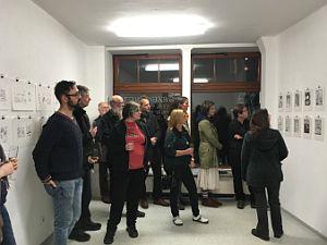 Ausstellung mit Besucher