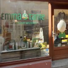 Eingangstür und Schaufenster eines Ladens
